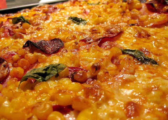 LilaLicsi - szalámis pizza
