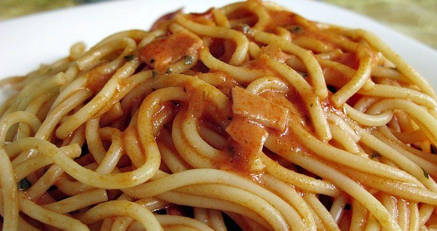 Spagetti tejszínes mártással
