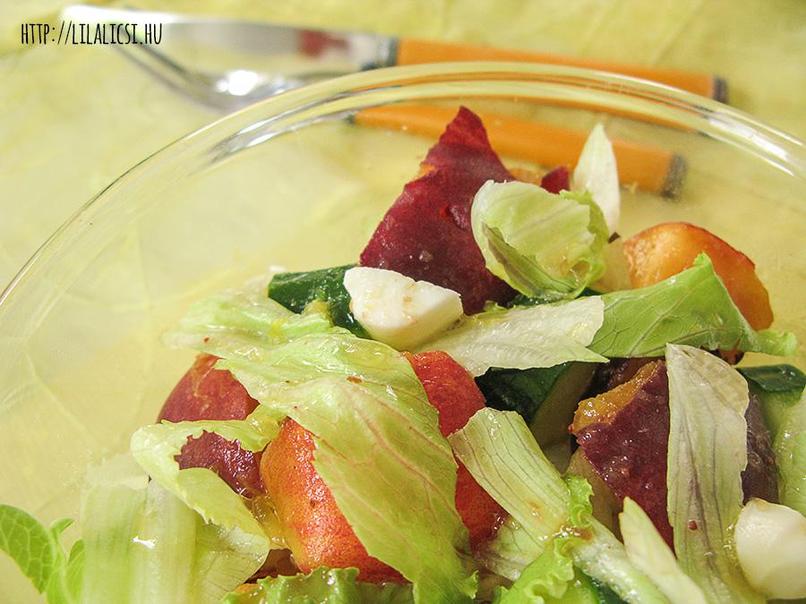 Őszibarack saláta Sárréti chili szósszal